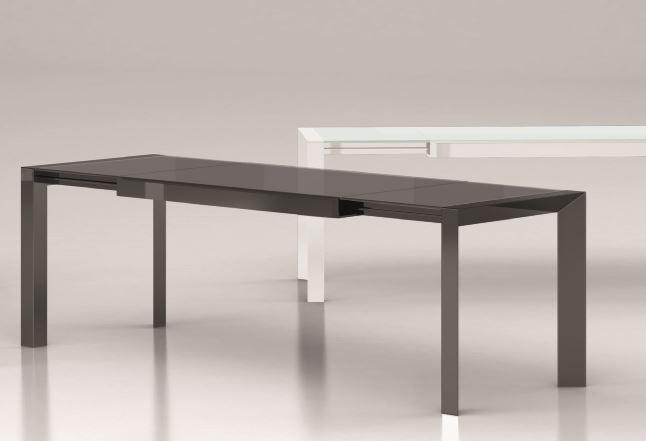 Tavolo moderno in vetro laccato bianco mobili e cucine for Tavoli bianchi moderni